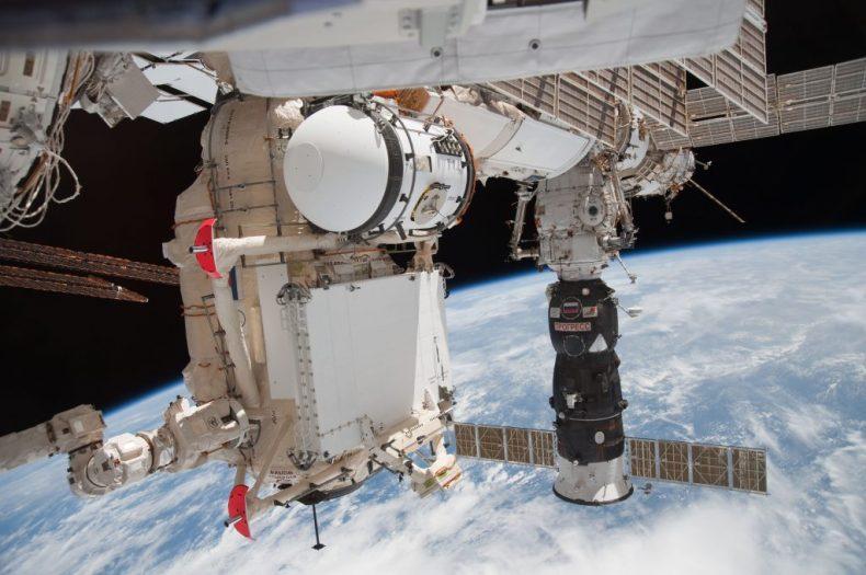 La imagen muestra el módulo de acoplamiento Pirs en la Estación Espacial Internacional.