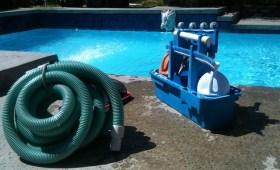 travaux de réalisation et d'entretien de piscine.