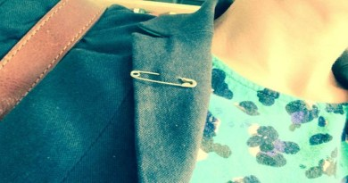 People in UK wearing safety pin-Netmarkers