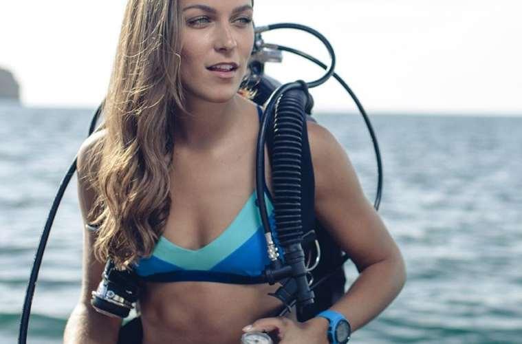 Bikini lavet af plastik fra havet