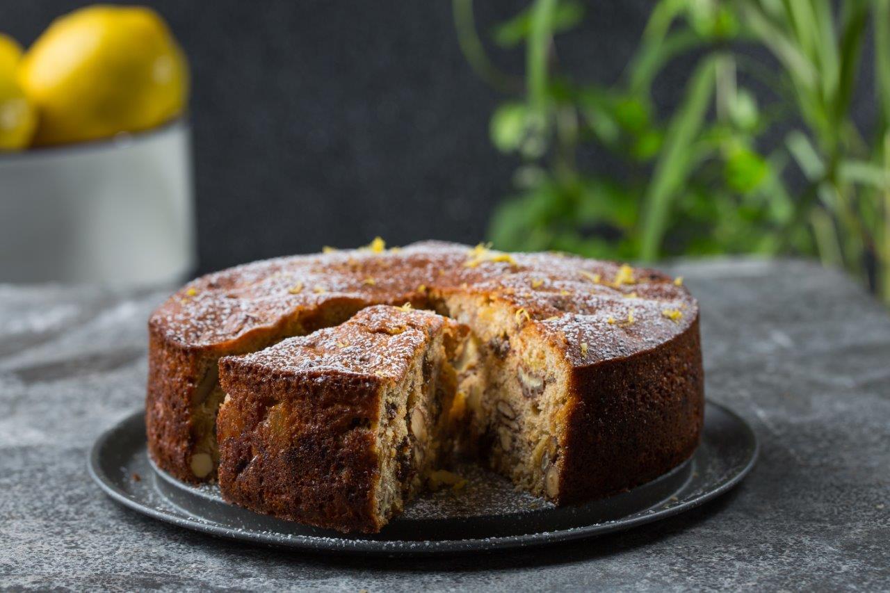 עוגה בחושה עם המון פירות יבשים פרימור - צילום איתיאל ציון