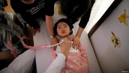 enfant_examine_-_Reuters.jpg