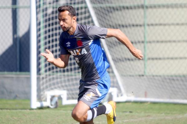 Nenê treina no Vasco: jogador segue à disposição, mas está sem moral com Milton