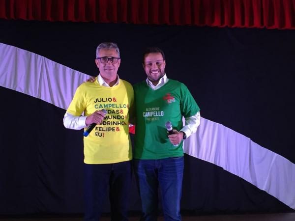 Alexandre Campello e Julio Brant posam juntos em anúncio de união de suas chapas