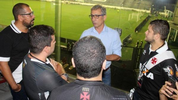 Alexandre Campello corre atrás de outros patrocínios para o Vasco