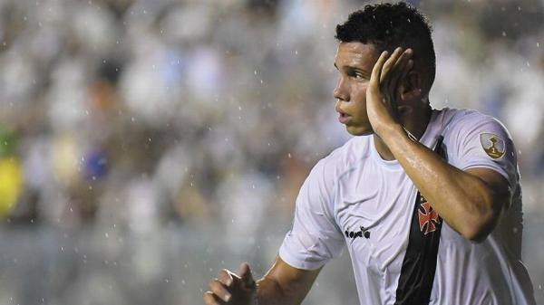 Paulinho, jogador do Vasco