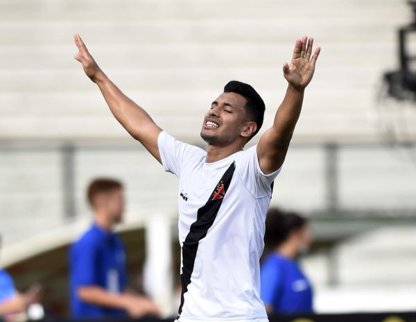 Andrés Ríos comemora gol do Vasco sobre Nova Iguaçu