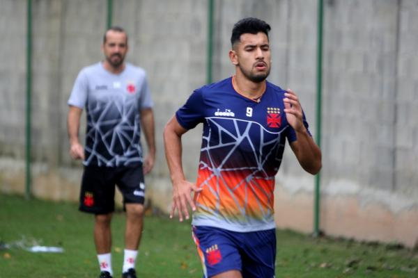 Andrés Ríos durante treino no Vasco