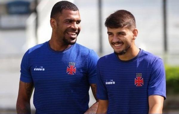Breno e Ricardo Graça formam dupla que resolveu os problemas na zaga do Vasco