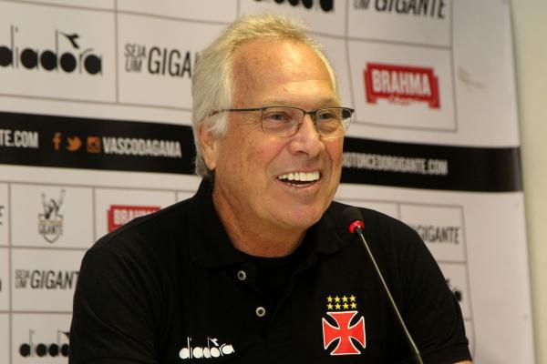 Alberto Bial está de volta a São Januário após 20 anos