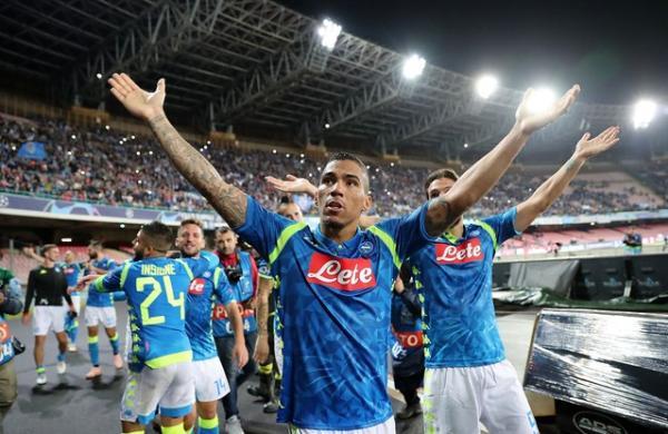 Allan vestindo a camisa do Napoli