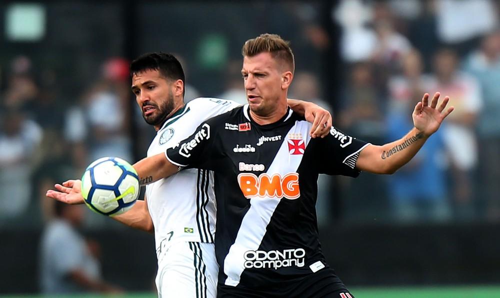 Contra o Palmeiras, em novembro de 201, BMG estampou sua marca de forma pontual na camisa do Vasco