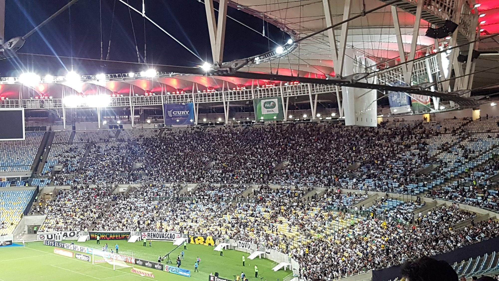 Torcida do Vasco no Maracanã para o jogo contra o Bangu