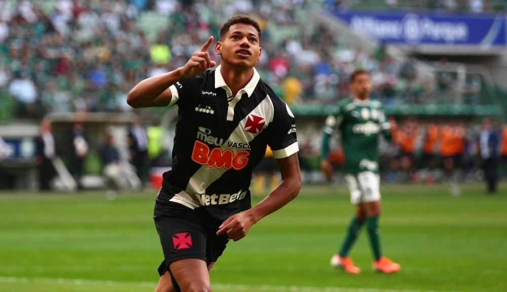 Marrony comemora gol pelo Vasco contra o Palmeiras