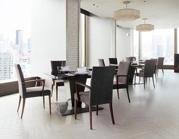 本日納品の店舗家具 長い間人気ナンバー1のゆったりとしたハイバックスタイルの木製椅子 メルカ MERUCA