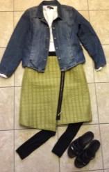 Street Look with jean jacket, capri leggings, sandals