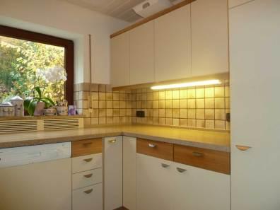Küche mit cremeweißen Fronten – Neue Schreinerei