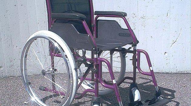 Rollstuhlfahrer im Alltag