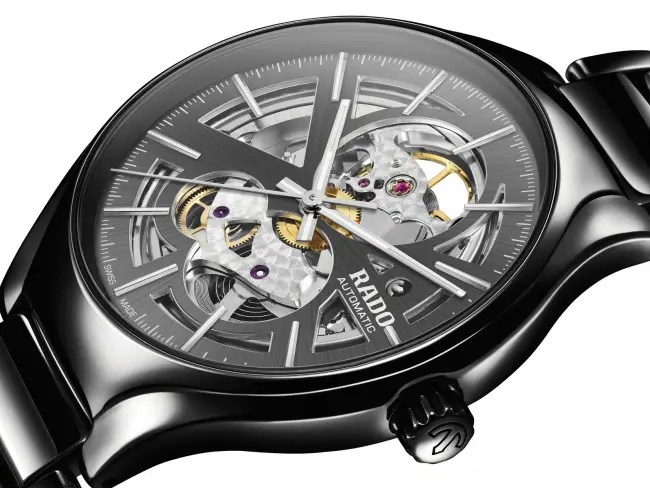 Stilvoll, schlicht aber High-Tech: Rado True Open Heart Automatic