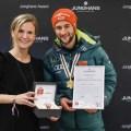 Zwei überragende Sprünge sichern dem deutschen Skispringer die Goldmedaille und den erstmalig verliehenen Junghans Award bei der FIS Nordischen Ski Weltmeisterschaft in Österreich.
