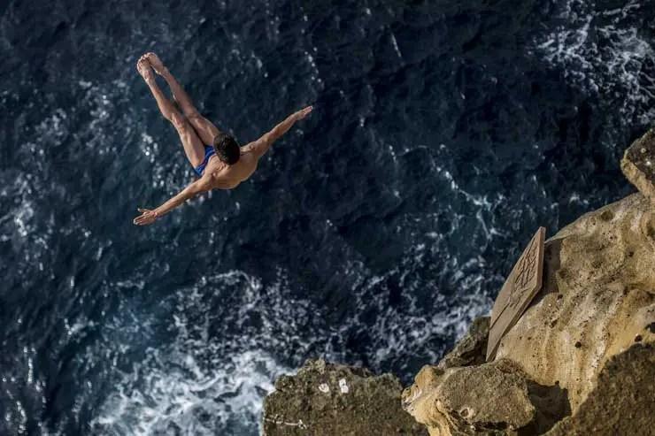 Mido Ocean Star ist Partner der Red Bull Cliff Diving World Series