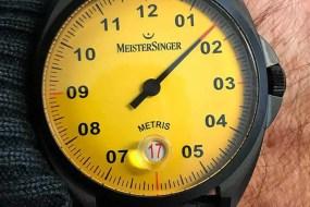 Metris Black Line Edition mit leuchtend gelbem Zifferblatt