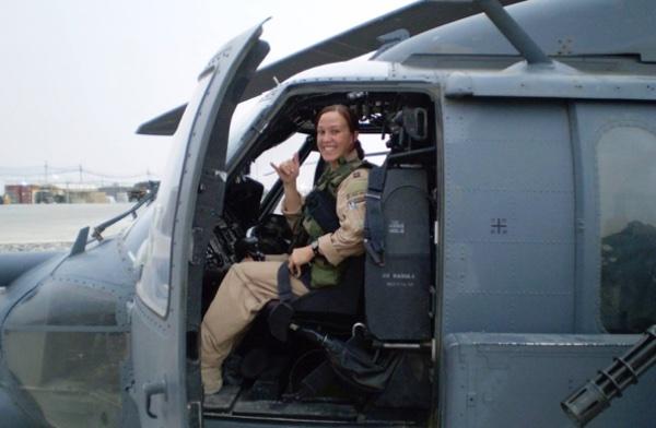 Air Force Veteranin. Autorin. Anwältin. Mutter. Demokratische Kandidatin MJ Hegar für den Kongressdistrikt 31 (Texas).