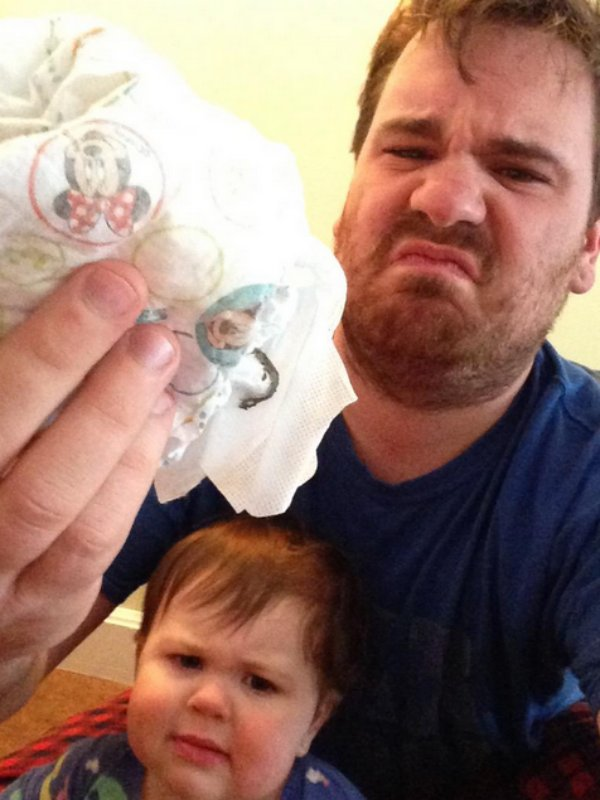 selfie papa change les couches