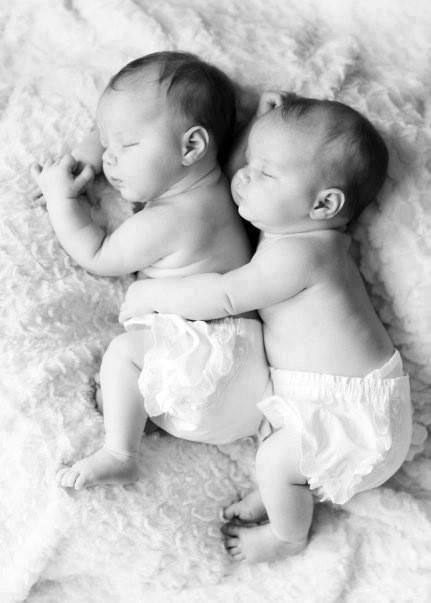 une belle relation entre jumeaux