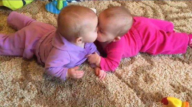 jumeaux trop mignons 10