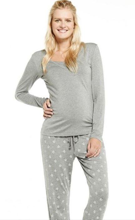 Le pyjama le plus doux pour passer sa grossesse comme dans un cocon. Pratique et chaud, son haut discret dissimule même une ouverture pour l'allaitement. Ensemble de pyjama grossesse et allaitement gris Miranda, Emoi Emoi, 39,95 euros.