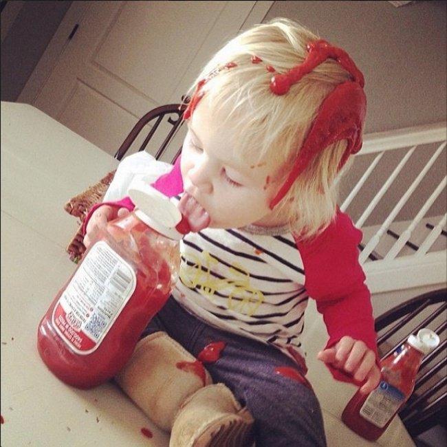 ketchup sur bebe betise enfant