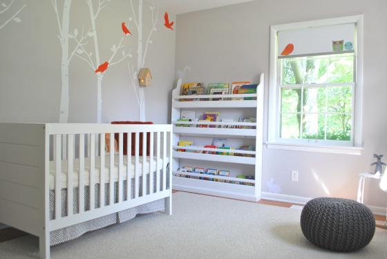 chambre blanche et petits oiseaux bebe