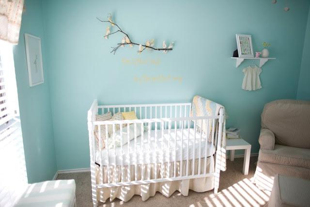 chambre bebe oiseaux turquoise et blanche