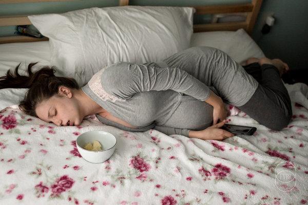 photographes-professionnels-immortalisent-debut-accouchement-3