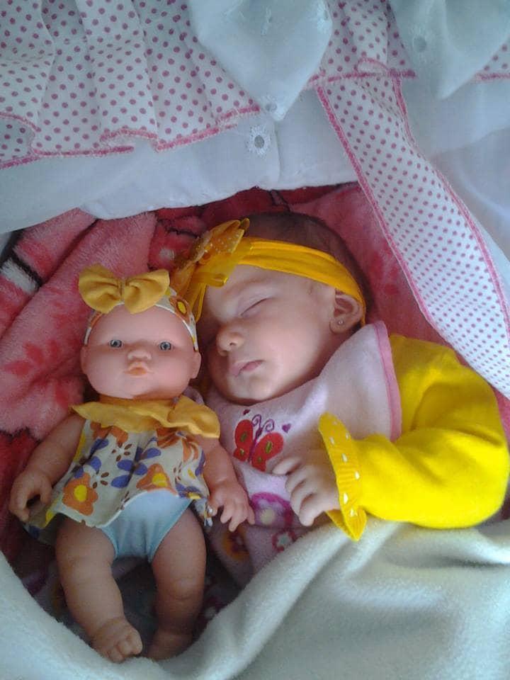 bebe qui ressemblent a leur poupee 2