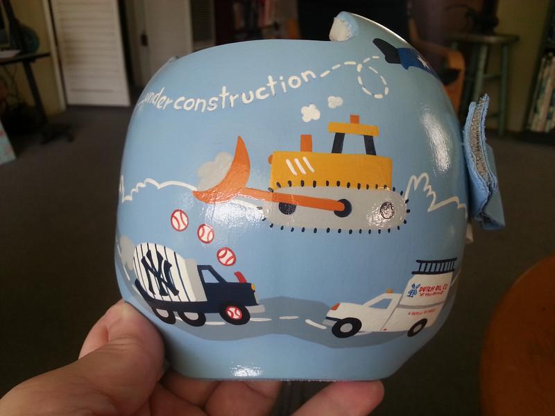 paula-strawn-artiste-bebe-syndrome-tete-plate-peint-casque-12