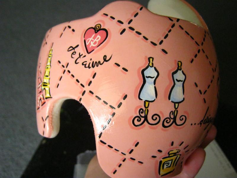 paula-strawn-artiste-bebe-syndrome-tete-plate-peint-casque-7