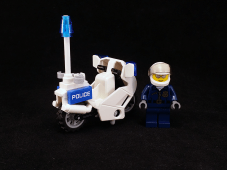 Lego City Crook Pursuit Officer & Motorcycle
