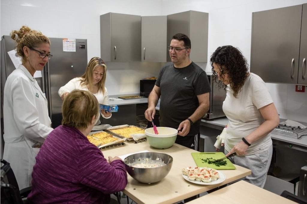 Taller de cocina en terapia ocupacional como parte de las sesiones grupales para la rehabilitación de daño cerebral