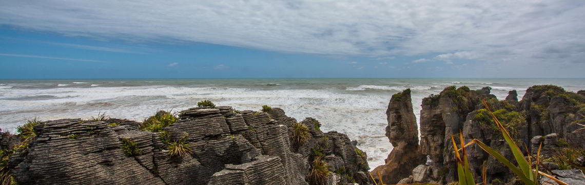 Blick übder die Pancake Rocks zur tasmanischen See