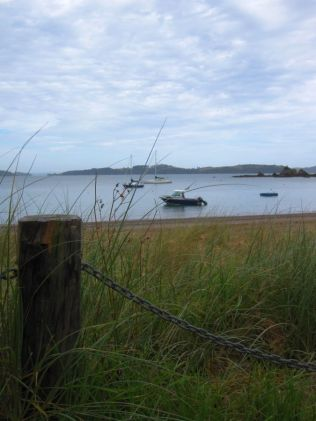 Boote liegen in der Bucht von Russell