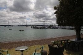 Sicht von Russell auf die Bucht mit Pier