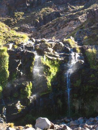 Wasserfall am Wegesrand des Tongariro Alpine Crossing