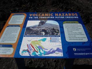 Hinweistafel unterwegs - Tongariro Alpine Crossing