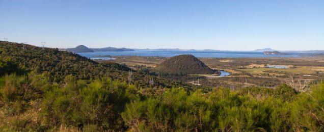 Lake Taupo - im Rücken liegt der Tongariro National Park