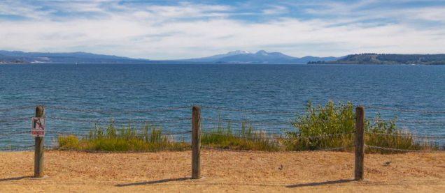 Blick auf den Tongariro National Park von Lake Taupo aus