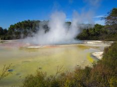 Champagne Pools im Wai-O-Tapu Thermal Park