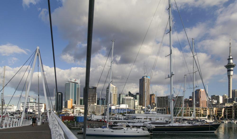 Yachten und Sky Tower - typische Ansicht von Auckland