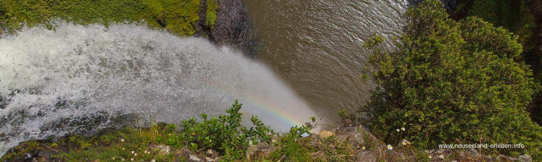 Bridal Veil Falls - Wasserfall auf Neuseeland mit Regenbogen-Effekt
